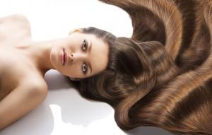 Фото: девушка с длинными волосами