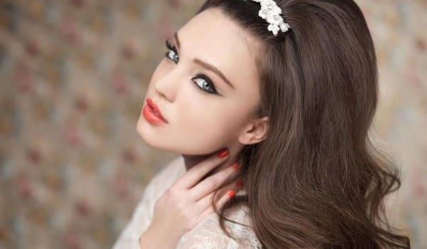 Прическа с начесом на длинных волосах
