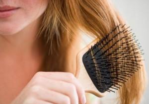 Фото: расчесывание светлых волос