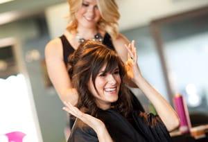 Завивка волос в парикмахерском салоне
