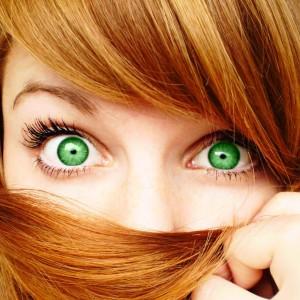 Цвет волос. подходящий для зеленых глаз