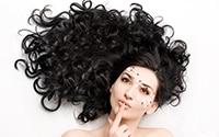 завивка волос с помощью автоматической плойки