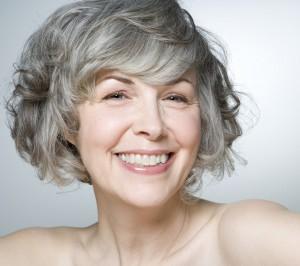 седые волосы по естественным причинам старения