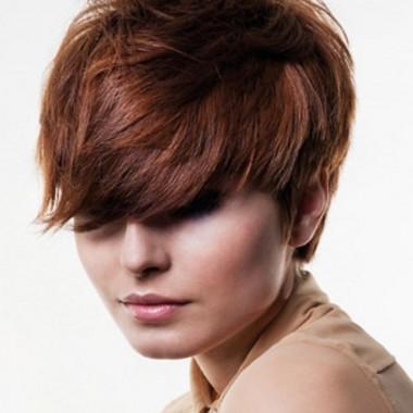 стрижка пикси на слегка вьющихся волосах