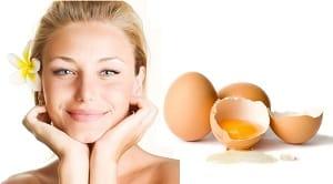 Фотография девушки и яйца