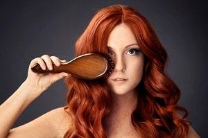 Фотография девушки с волнистыми волосами