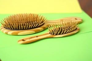 Натуральная расческа из бамбука