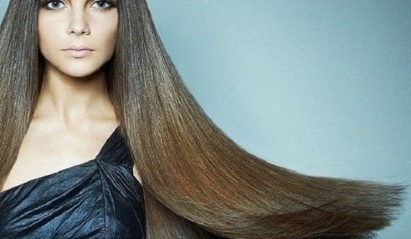 Девушка с гладкими волосами